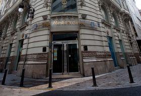 Sabadell pone en alquiler la antigua territorial de cam en for Oficinas sabadell cam en valencia