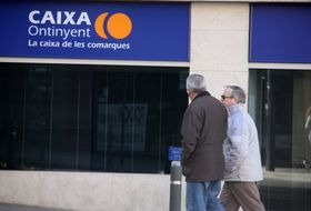 El 34 de las sucursales de la comunitat valenciana for Oficina catalunya caixa