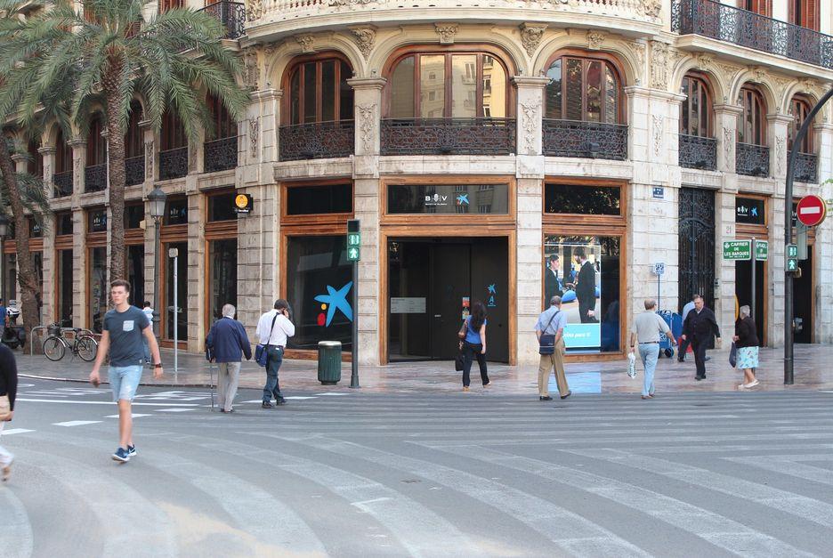 La caixa reforma su hist rica sede central de valencia y for Oficinas la caixa valencia capital