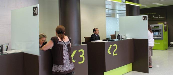 As es el nuevo modelo de oficinas de bankia que ensaya en for Caja murcia valencia oficinas