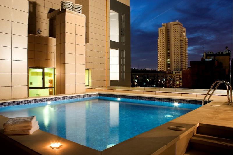 Ocho terrazas exclusivas con piscina para disfrutar 39 otra for Hoteles en valencia con piscina