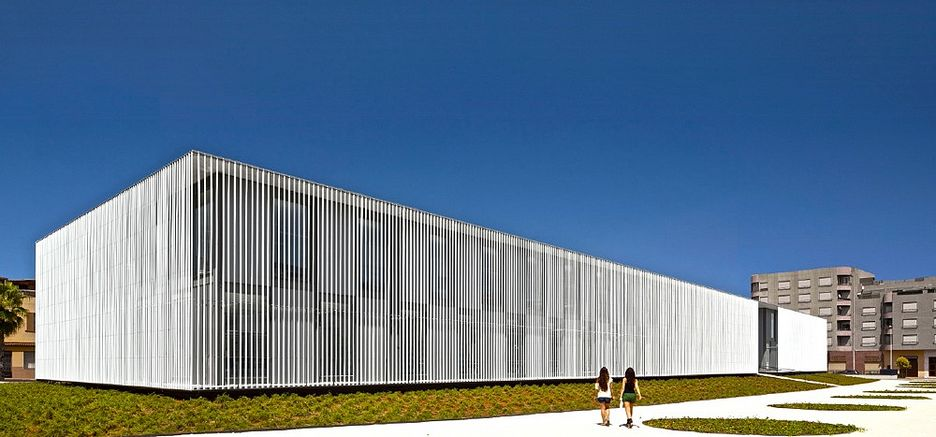 La biblioteca municipal de vila real elegida para representar a espa a en la viii bienal - Arquitectos terrassa ...