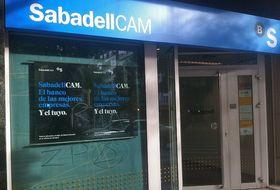 Banco sabadell acelera el cambio de imagen de las oficinas for Oficinas bancsabadell