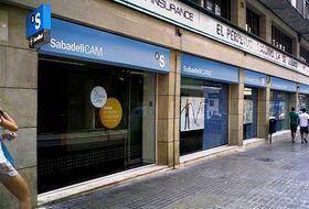 Sabadellcam cierra 300 oficinas for Sabadell cam oficinas