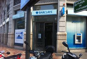 Barclays con los muebles a otra calle for Oficinas barclays valencia