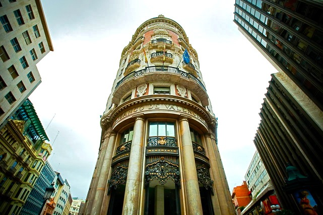Caixabank trasladar al edificio de banco de valencia su for Empresas de pladur en valencia