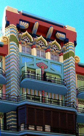 De sueca a bollywood la arquitectura imposible de la casa - La casa de la madera valencia ...